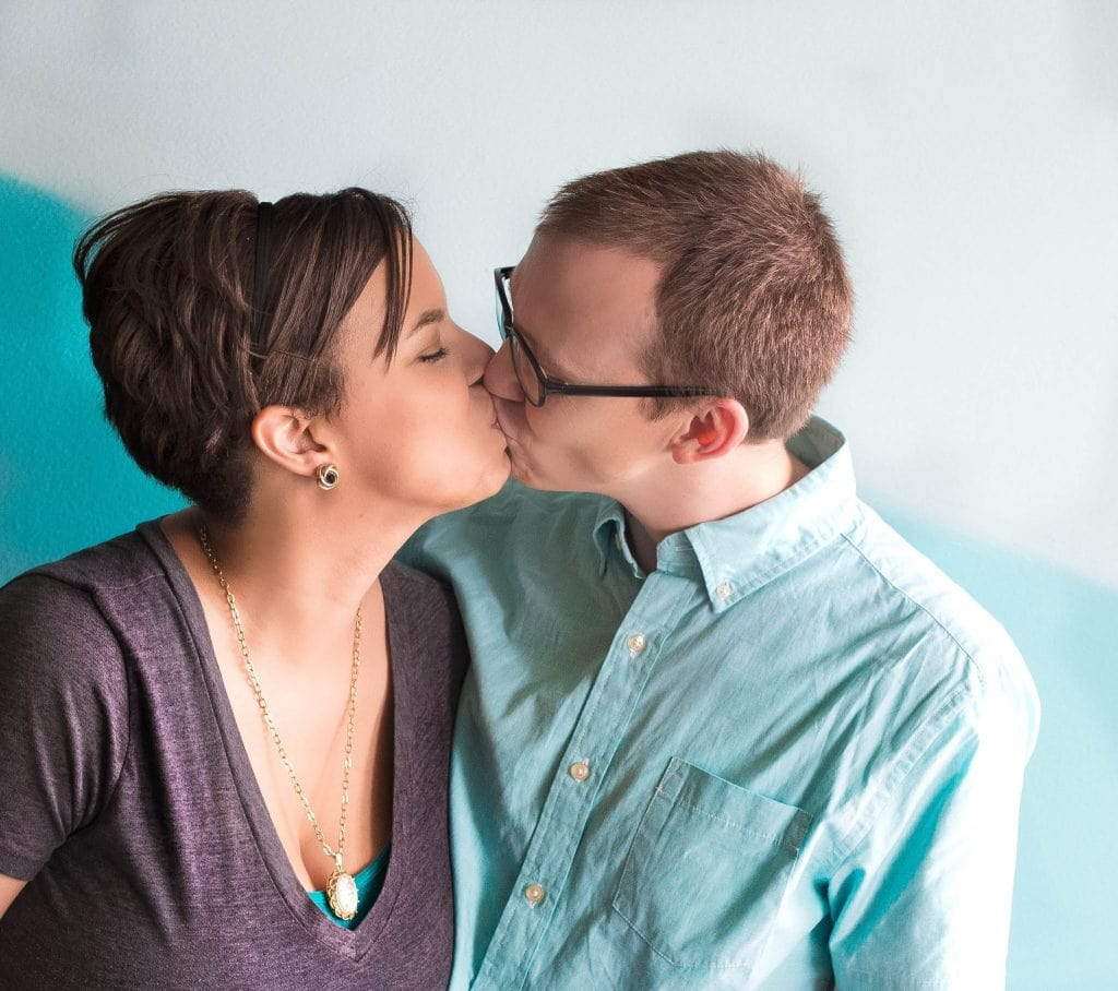 mom and dad kissing