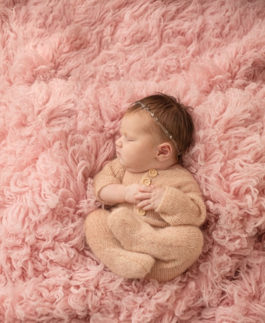 baby photographer in Maine, lifestyle newborn,